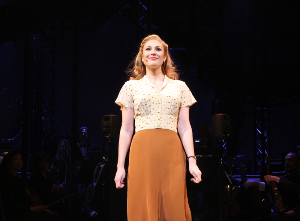 <p>Siobhan Dillon drinks in the audience&#39&#x3B;s applause.</p><br />(© David Gordon)