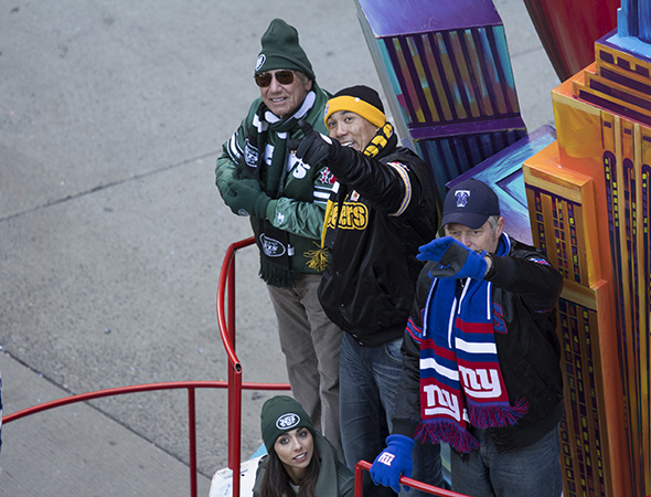 <p>Sports players including the legendary Joe Namath (left) are thrilled to be in the parade.</p><br />(© David Gordon)