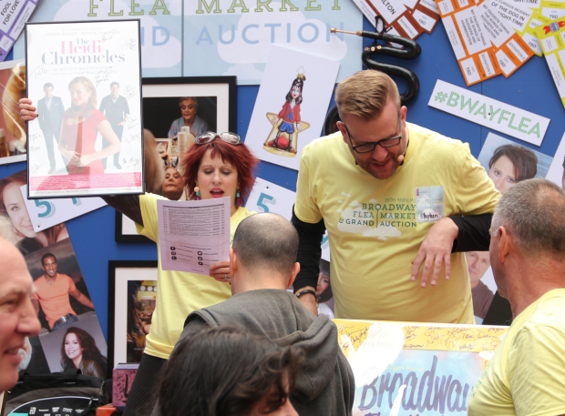 <p>Stage vets Kirsten Wyatt and Stephen Wallem host the silent auction.</p><br />(&copy&#x3B; David Gordon)