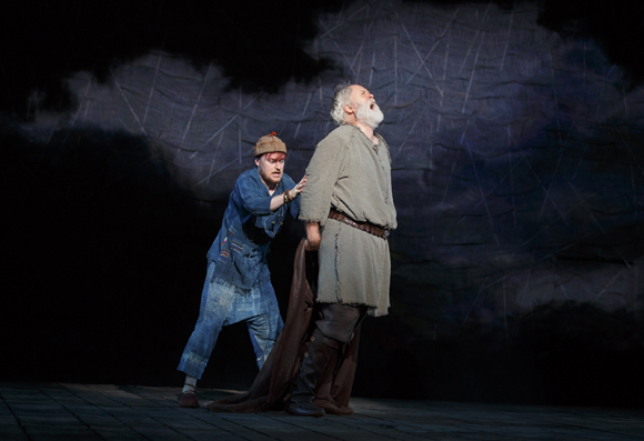 <p>Steven Boyer plays the fool to John Lithgow&#39&#x3B;s Lear.</p><br />(© Joan Marcus)