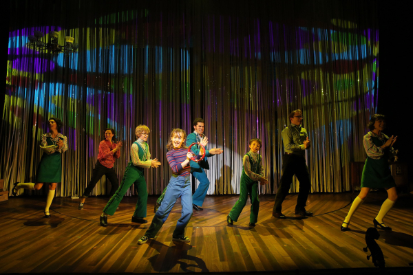 <p>The cast of Fun Home comes together to groove.</p><br />(© Joan Marcus)