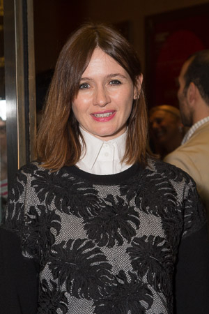 <p><em>The Newsroom</em> star Emily Mortimer smiles for the cameras.</p><br />(© Seth Walters)