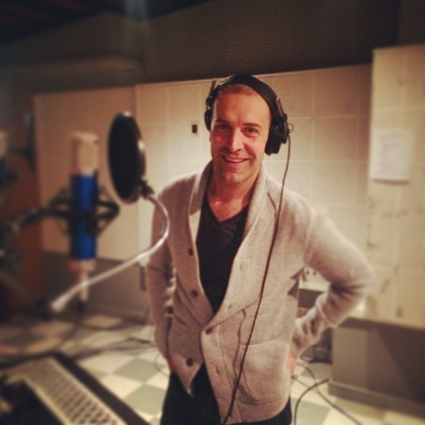 <p>This booth just got a little sexier. #violetalbum </p><br />(courtesy of  colindonnell)