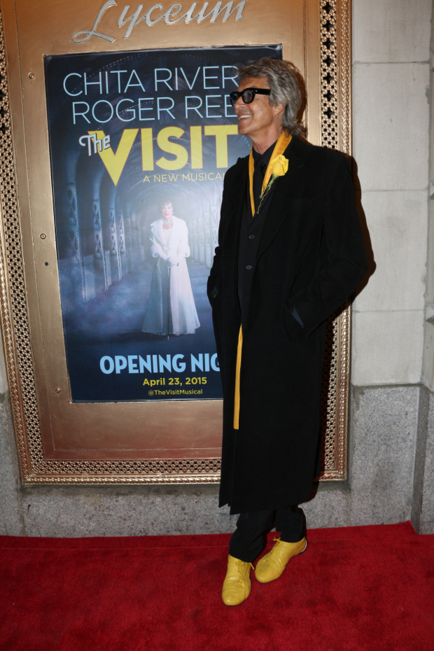 <p>Tommy Tune shows off his festive yellow shoes for the occasion.</p><br />(© David Gordon)