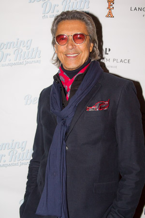 <p>Tommy Tune towers over the photographers on his way into the theater.</p><br />(© Seth Walters)