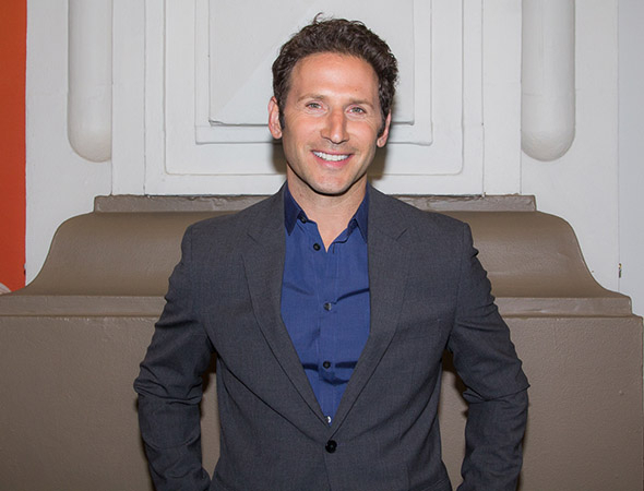 <p>TV favorite Mark Feuerstein smiles for the cameras.</p><br />(© Seth Walters)