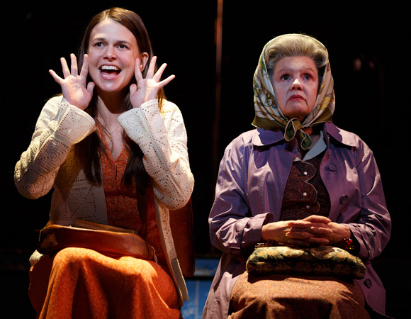 <p>Violet (Sutton Foster) sits next to an older woman (Annie Golden) on the bus.</p><br />(© Joan Marcus)