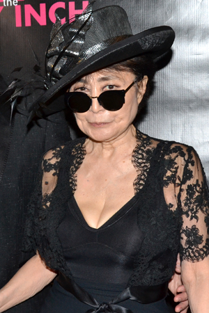 <p>Yoko Ono works the red carpet on her way into the Belasco Theatre.</p><br />(© David Gordon)