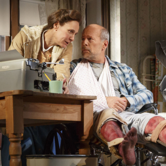 Bruce Willis and Laurie Metcalf Open Tonight in Broadway's <em>Misery</em>