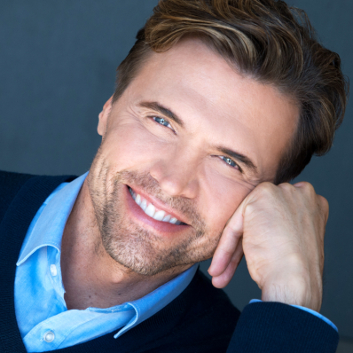 Brent Barrett Emcees an Intimate <em>La Cage aux Folles</em> at Signature Theatre