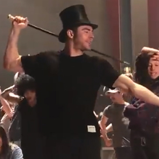 Watch Zac Efron Behind the Scenes of <em>The Greatest Showman</em>