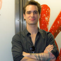 <em>Kinky Boots</em>'s Brendon Urie Checks Himself Out on the New York City Subway