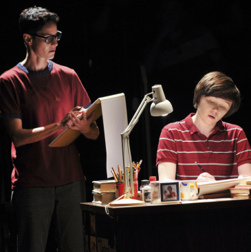 <em>Fun Home</em> to End Its Broadway Run