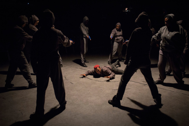 <p>Jade Anouka (Mark Antony) and Company in <em>Julius Caesar </em></p><br />© Helen Maybanks