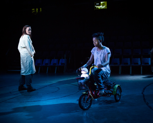 <p>Clare Dunne (Octavius Caesar) and Leah Harvey (Soothsayer) in <em>Julius Caesar</em></p><br />© Helen Maybanks