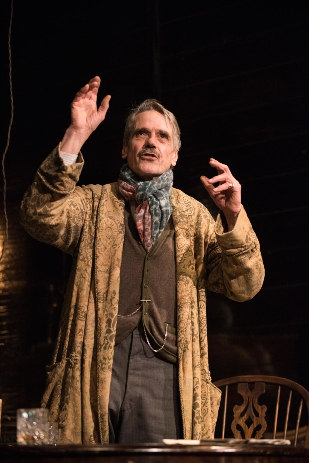 <p>Jeremy Irons as James Tyrone  in <em>Long Day&#39&#x3B;s Journey Into Night</em></p><br />© Hugo Glendinning
