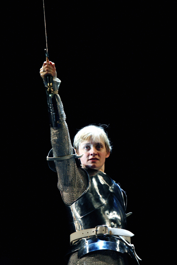 <p>2007: Anne-Marie Duff in <em>Saint Joan</em></p><br />© Kevin Cummins