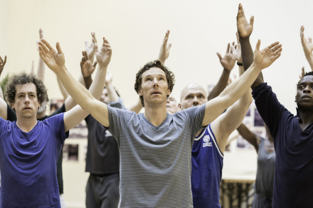 <p>Benedict Cumberbatch (Hamlet) and cast in rehearsal</p><br />© Johan Persson