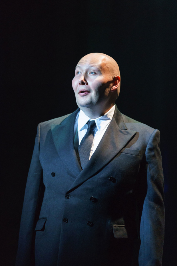 <p>Adam Pearce as Max Von Meyerling in <em>Sunset Boulevard</em></p><br />© Manuel Harlan