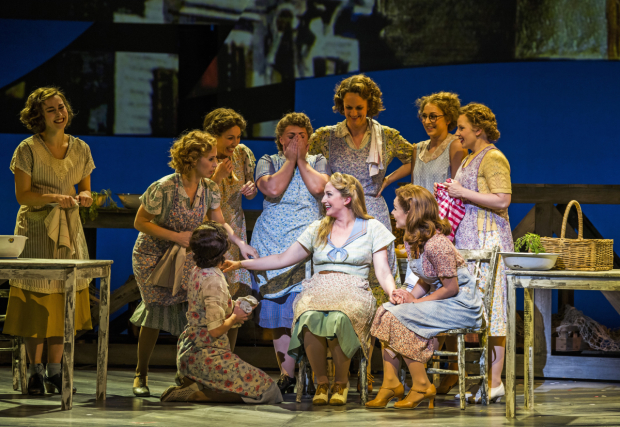 <p>Alex Young (Carrie Pipperidge), Katherine Jenkins (Julie Jordan) in <em>Carousel</em></p><br />©Tristram Kenton