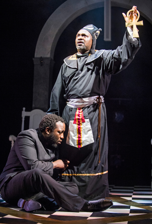 <p>All-black <em>Hamlet</em></p><br />© Tristram Kenton