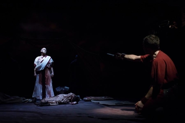 <p>Andrew Woodall as Julius Caesar and Alex Waldmann as Brutus</p><br />© Helen Maybanks