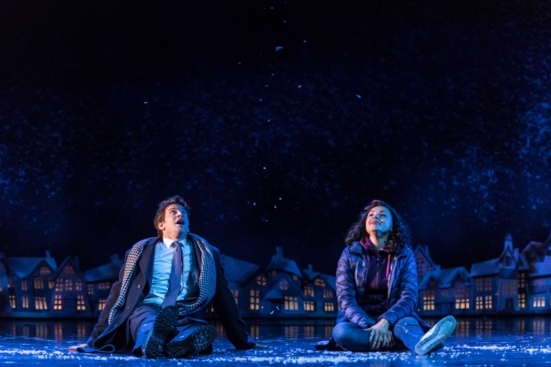 <p>Andy Karl (Phil Connors) and Carlyss Peer (Rita Hanson) in <em>Groundhog Day</em></p><br />© Manuel Harlan