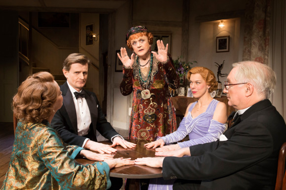<p>Angela Lansbury, Charles Edwards, Janie Dee, Serena Evans and Simon Jones</p><br />© Johan Persson