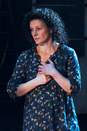 <p>Anna Francolini as Sara Jane Moore</p><br />© Nobby Clark