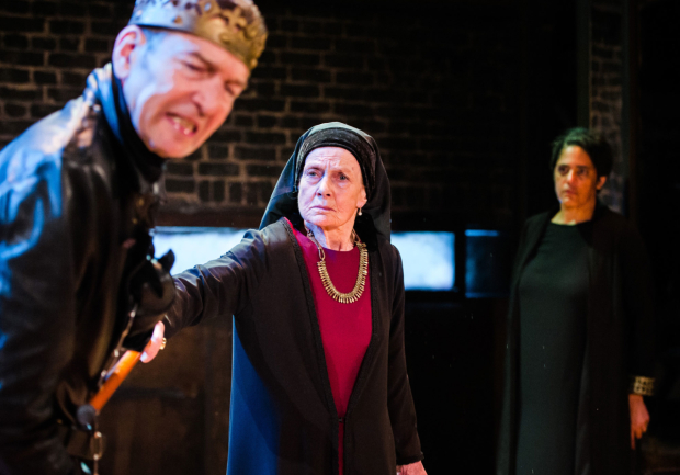 <p>Annie Firbank, Greg Hicks and Sara Powell  in <em>Richard III</em></p><br />© Alex Brenner