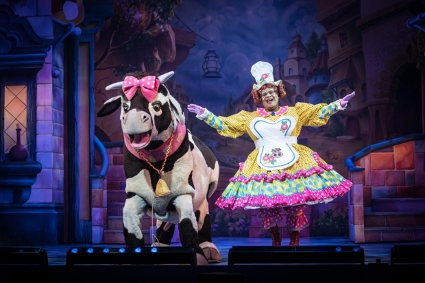 <p>Aretha the Cow and Clive Rowe as Dame Trot in <em>Jack and the Beanstalk</em></p><br />© Craig Sugden