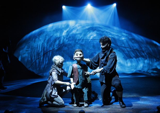 <p>Audrey Brisson (Dea) Louis Maskell (Grinpayne) with Young Grinpayne puppet by Gyre and Gimble</p><br />© Simon Annand
