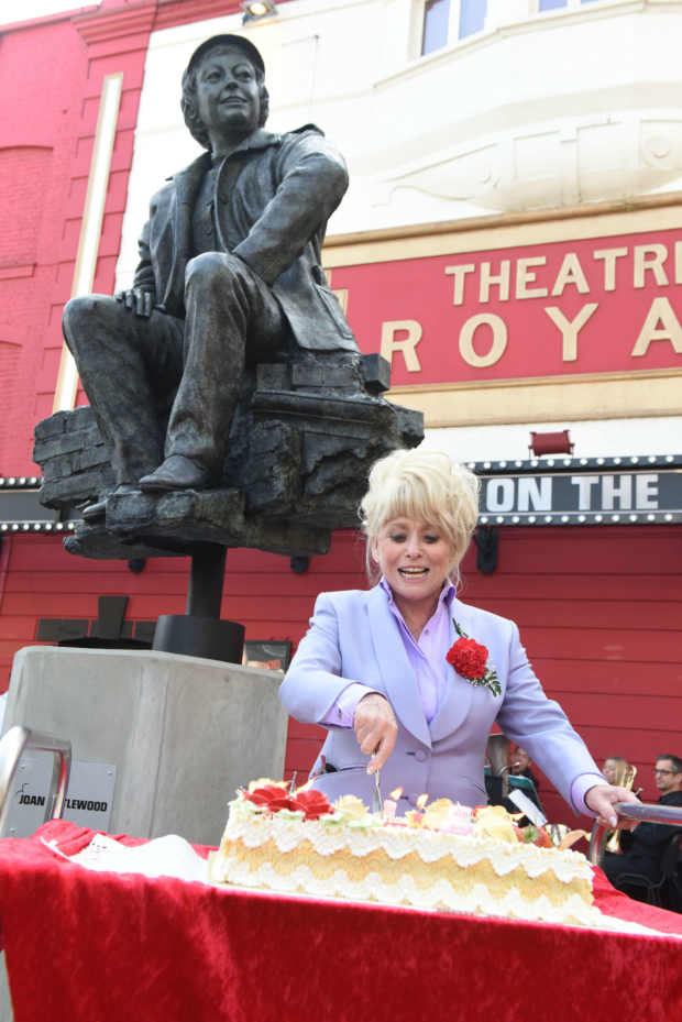 <p>Barbara Windsor</p><br />(c) Robert Day