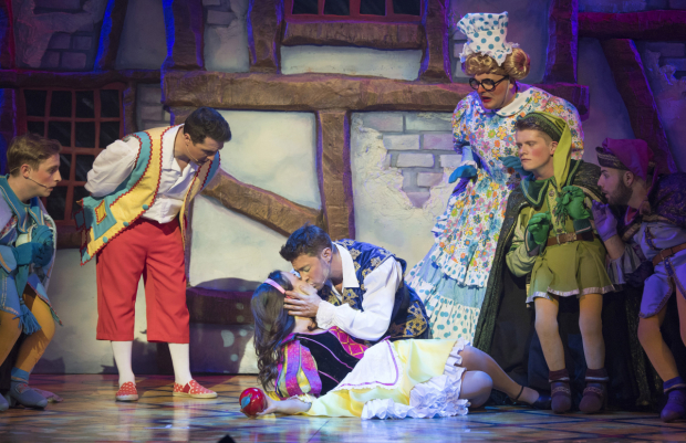 <p>Charlotte Haines (Snow White) and Duncan James (Prince Charming) in <em>Snow White and the Seven Dwarfs</em></p><br />© Alastair Muir