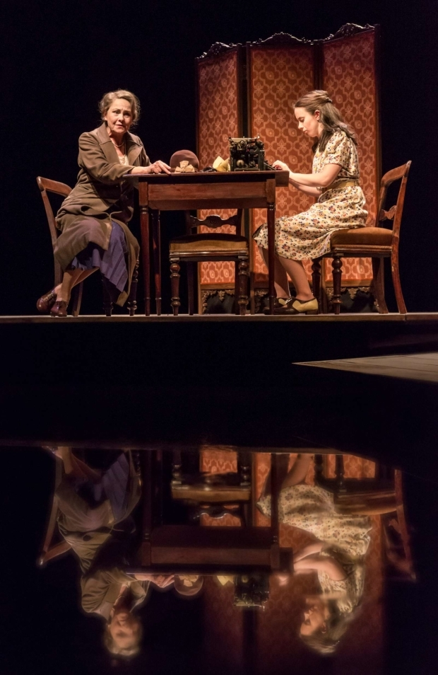 <p>Cherry Jones as Amanda and Kate O&#39&#x3B;Flynn as Laura in <em>The Glass Menagerie</em>  </p><br />© Johan Persson
