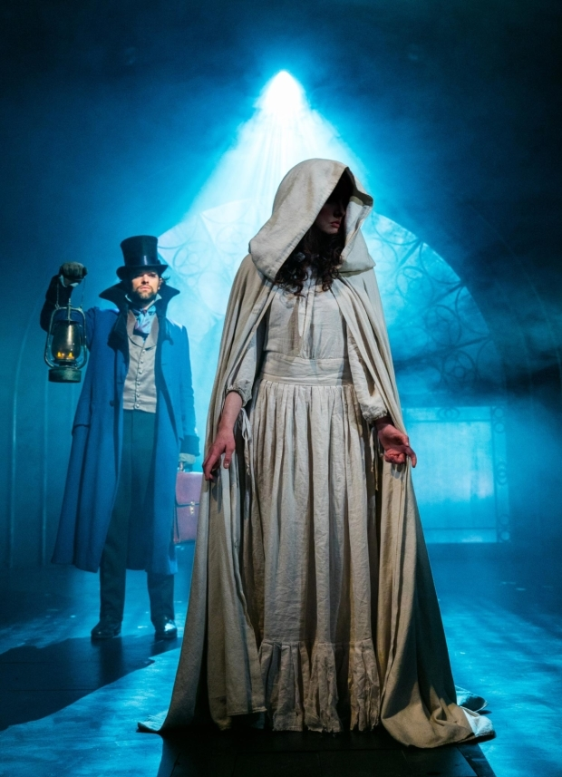 <p>Chris Peluso (Sir Percival Glyde)  and  <em>The Woman in White</em></p><br />© Darren Bell