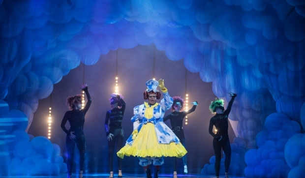 <p>Clive Rowe as Dame Trot in <em>Jack and the Beanstalk</em></p><br />© Craig Sugden