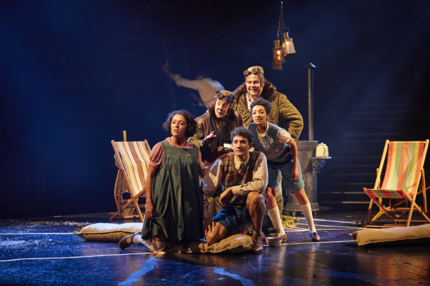 <p>Cora Kirk, Lucy Tuck (back), Michael Jean-Marain as Peter, Alan Francis (back), Patricia Allison as Susan</p><br />© Brinkhoff-Moegenburg