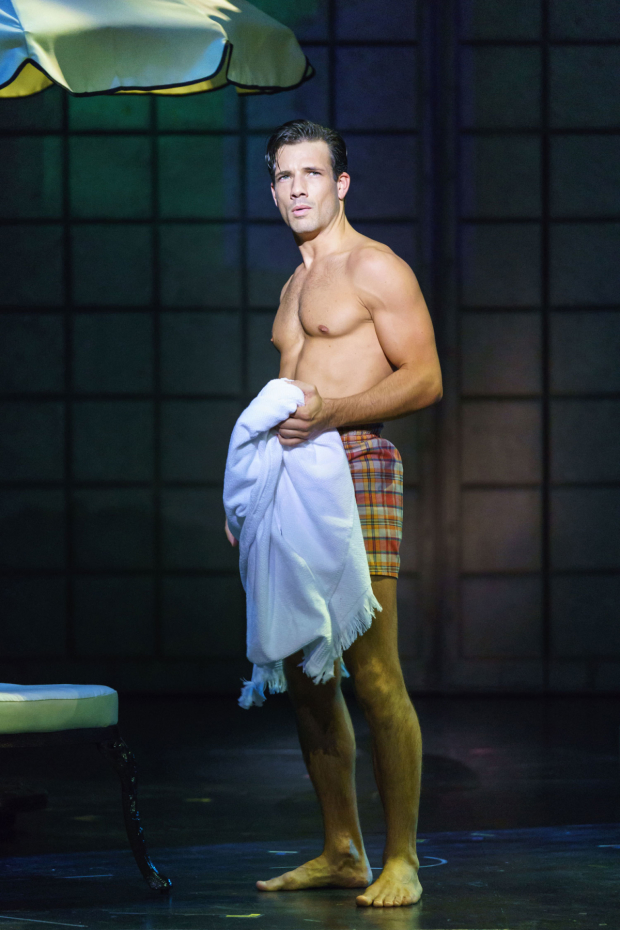 <p>Danny Mac as Joe Gillis in <em>Sunset Boulevard</em></p><br />© Manuel Harlan