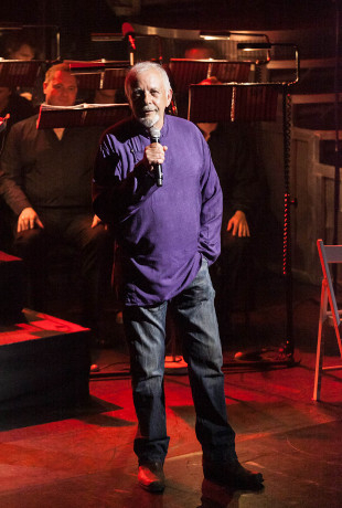 <p>David Essex introduces the evening</p><br />© Darren Bell