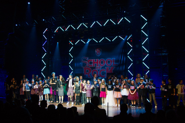 <p>David Fynn (dewey finn) and members of the cast</p><br />© Dan Wooller for WhatsOnStage
