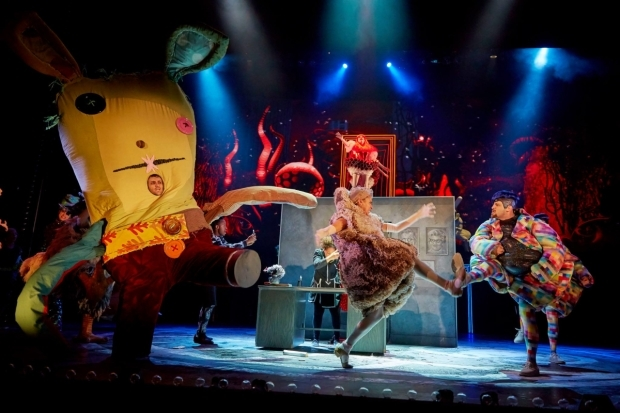 <p>David Page (The Mouse), Holly James (The Hedgehog) and Sam Mackay (Dee)</p><br />© Brinkhoff/Mögenburg