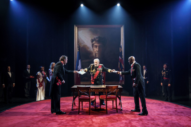 <p>Dominic Mafham as Albany, Ian McKellen as Lear and Patrick Robinson as Cornwallin <em>King Lear</em></p><br />© Manuel Harlan