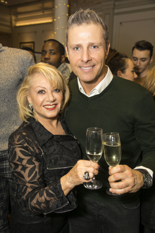 <p>Elaine Paige and Paul Zerdin (Idle Jack)</p><br />© Dan Wooller