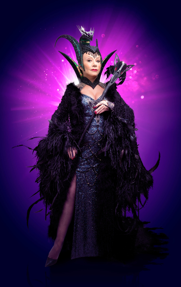 <p>Elaine Paige as Queen Rat</p>