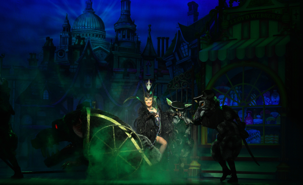 <p>Elaine Paige as Queen Rat</p><br />© Paul Coltas