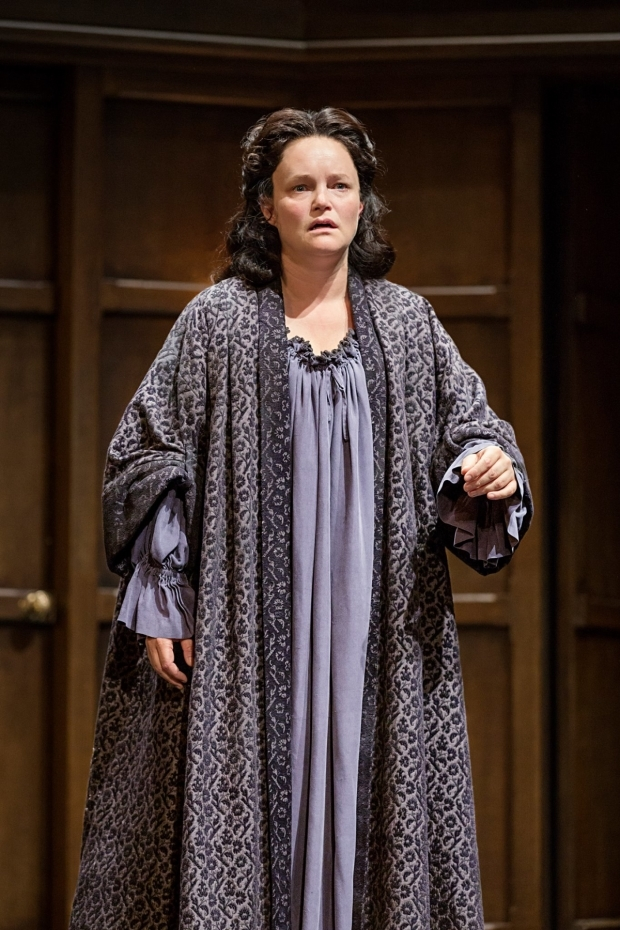 <p>Emma Cunniffe as Queen Anne</p><br />© Marc Brenner