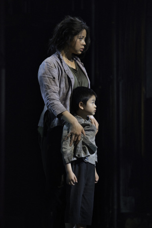 <p>Eva Noblezada as Kim and Wiliam Tao as Tam</p><br />© Michael Le Poer Trench