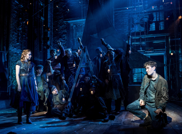 <p>Evelyn Hoskins, Michael Shea and ensemble in <em>Peter and the Starcatcher</em></p><br />© Manuel Harlan