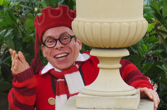 <p>Fresh from his stint in the West End in <em>Spamalot</em>, <em>Harry Potter</em> actor Warwick Davis will star in Milton Keynes Theatre&#39&#x3B;s <em>Snow White and the Seven Dwarfs</em> alongside Jennifer Ellison.</p>